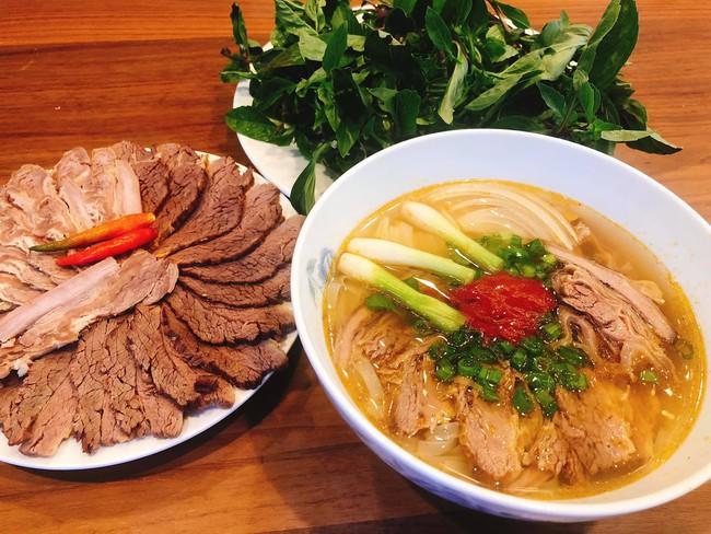 Con dâu tỷ phú Hoàng Kiều sống trong biệt thự 750 tỷ trên đất Mỹ vẫn tự tay vào bếp, nấu toàn bữa ăn chuẩn vị Việt - Ảnh 7.