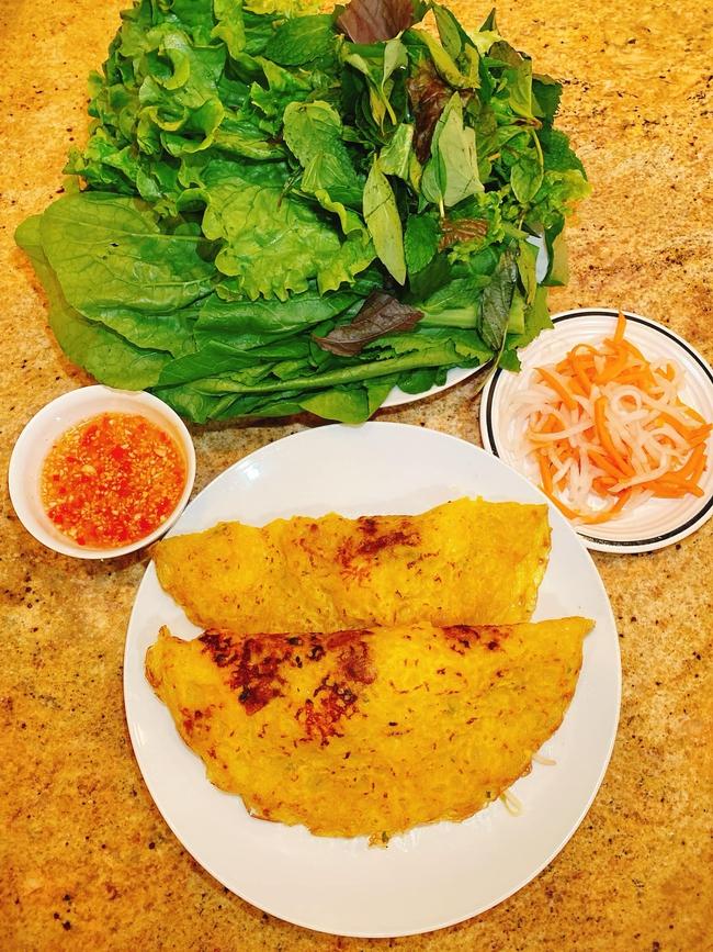 Con dâu tỷ phú Hoàng Kiều sống trong biệt thự 750 tỷ trên đất Mỹ vẫn tự tay vào bếp, nấu toàn bữa ăn chuẩn vị Việt - Ảnh 9.