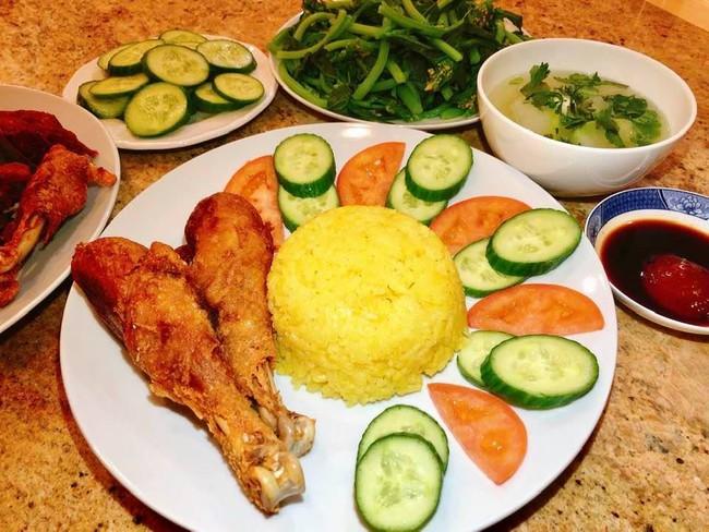 Con dâu tỷ phú Hoàng Kiều sống trong biệt thự 750 tỷ trên đất Mỹ vẫn tự tay vào bếp, nấu toàn bữa ăn chuẩn vị Việt - Ảnh 5.