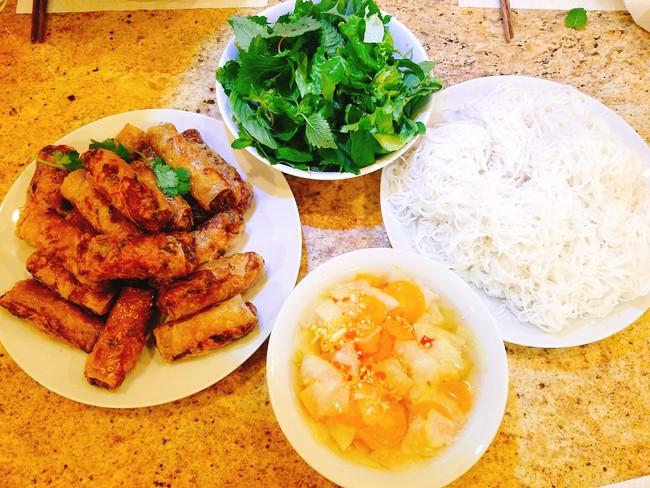 Con dâu tỷ phú Hoàng Kiều sống trong biệt thự 750 tỷ trên đất Mỹ vẫn tự tay vào bếp, nấu toàn bữa ăn chuẩn vị Việt - Ảnh 21.