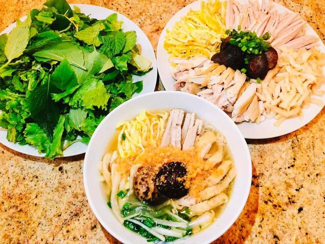 Con dâu tỷ phú Hoàng Kiều sống trong biệt thự 750 tỷ trên đất Mỹ vẫn tự tay vào bếp, nấu toàn bữa ăn chuẩn vị Việt - Ảnh 8.