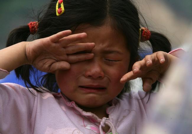 Đứa trẻ yếu đuối, bị bắt nạt vì thiếu cảm giác an toàn, 5 hành vi này là nguyên nhân hủy hoại con, bố mẹ cần tránh tuyệt đối - Ảnh 1.