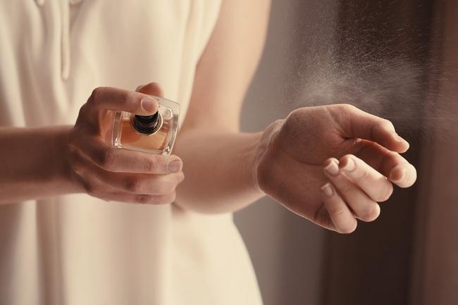 Gợi ý 5 chai nước hoa mùa hè cho hội chị em, toàn ứng cử viên sáng giá nhẹ nhàng, sang chảnh - Ảnh 1.