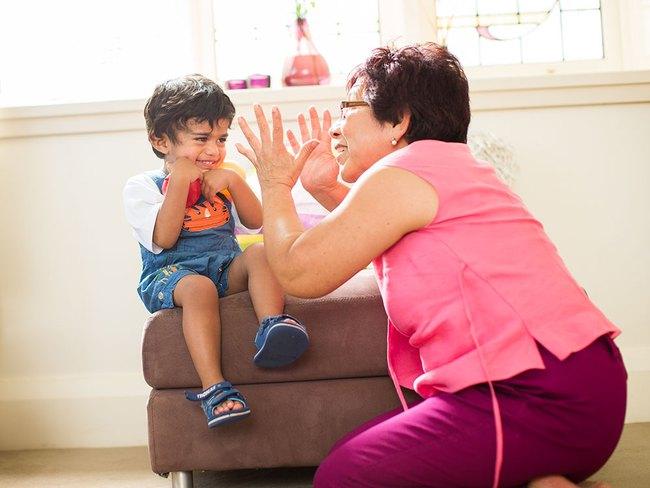 Con chậm phát triển ngôn ngữ từ điều ít ai ngờ đến, bố mẹ không thể làm ngơ - Ảnh 1.