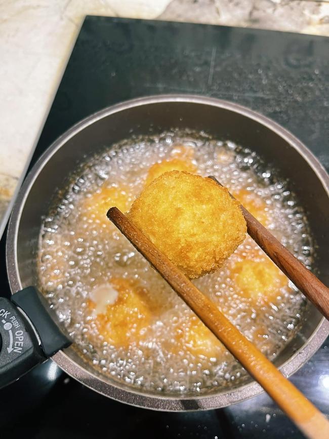 Cuối tuần này làm khoai tây viên bọc phô mai chiên xù theo công thức nhà Đăng Khôi, đảm bảo bé nào cũng mê tít - Ảnh 12.