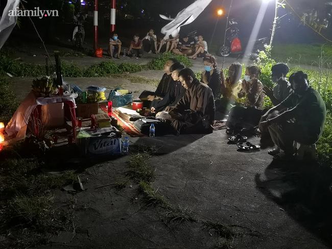 Thái Bình: Trắng đêm tìm kiếm nam sinh đuối nước khi mẹ còn đang phải đi cách ly - Ảnh 1.