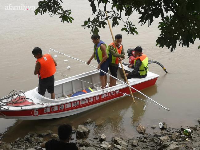 Cano cứu hộ cứu nạn, tìm kiếm thi thể nam sinh