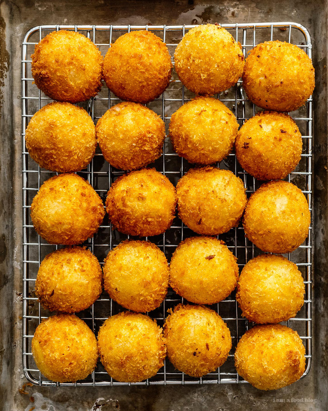 Cuối tuần này làm khoai tây viên bọc phô mai chiên xù theo công thức nhà Đăng Khôi, đảm bảo bé nào cũng mê tít - Ảnh 13.