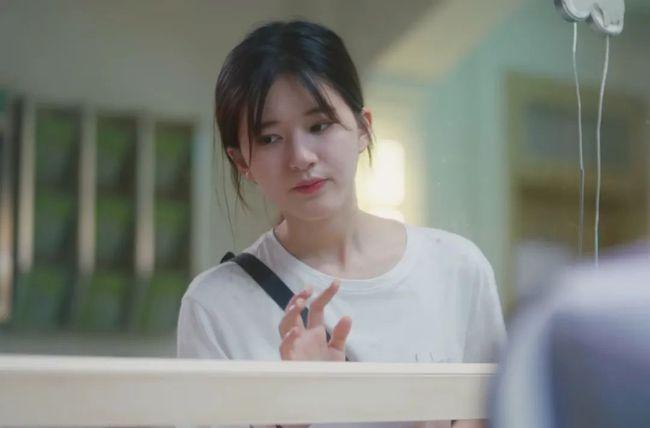 Triệu Lộ Tư có phim ngọt sủng: Mỹ nữ Trần Thiên Thiên trong lời đồn mặt bé xíu cực xinh nhưng lộ rõ chân quá ngắn - Ảnh 1.