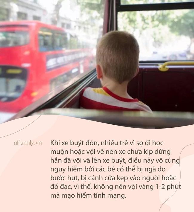 Thót tim xem đoạn clip bé gái mắc kẹt chân vào cửa xe buýt rồi bị kéo lê trên đường - Ảnh 4.