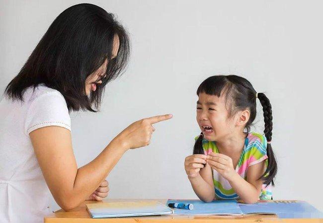 Khi con biết cãi lại, bố mẹ nên mừng chứ đừng trách con hư, 3 phản ứng khôn ngoan của phụ huynh sẽ giúp đứa trẻ nên người - Ảnh 2.
