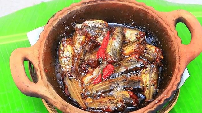 """Trong thẻ có hàng chục tỷ, Hoài Linh vẫn ăn uống đạm bạc, có bữa chỉ dăm ba con cá khô là đủ thấy """"ngon tét nách"""" - Ảnh 18."""