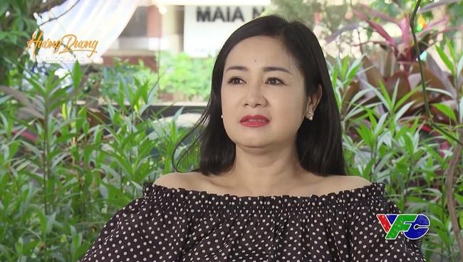 Hướng dương ngược nắng: NSND Thu Hà bực mình vì mãi NSƯT Phạm Cường không hôn, cuối cùng nhà gái phải chủ động - Ảnh 1.