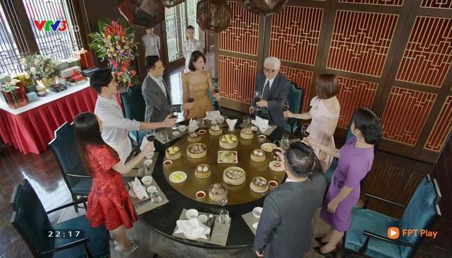 Hướng dương ngược nắng tập cuối viên mãn: Minh đồng ý lấy Hoàng, Kiên - Châu suýt hôn - Ảnh 1.