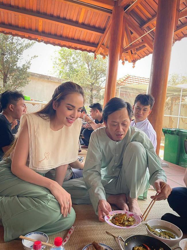 """Trong thẻ có hàng chục tỷ, Hoài Linh vẫn ăn uống đạm bạc, có bữa chỉ dăm ba con cá khô là đủ thấy """"ngon tét nách"""" - Ảnh 20."""