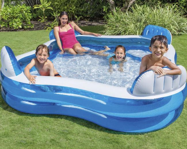 """Sắm cho con 2 chiếc bể bơi phao """"siêu to khổng lồ"""" đặt trong khuôn viên biệt thự, Á hậu Tú Anh nhận xét một câu khiến các mẹ chỉ muốn """"xuống tiền"""" - Ảnh 6."""