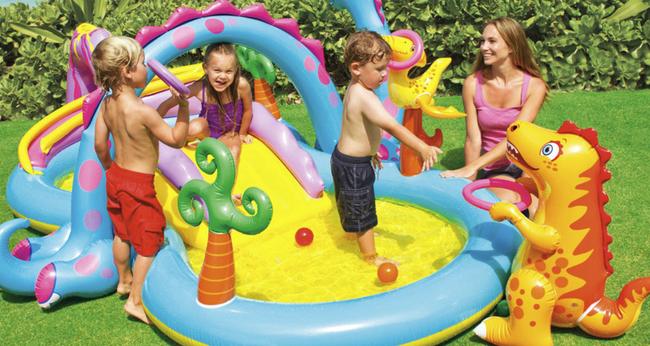 """Sắm cho con 2 chiếc bể bơi phao """"siêu to khổng lồ"""" đặt trong khuôn viên biệt thự, Á hậu Tú Anh nhận xét một câu khiến các mẹ chỉ muốn """"xuống tiền"""" - Ảnh 3."""
