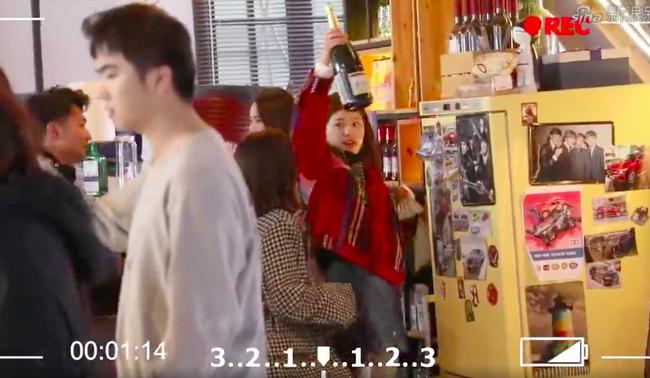 """Triệu Lộ Tư bị soi """"trộm đồ"""" trên phim trường, phản ứng của mỹ nữ Trần Thiên Thiên trong lời đồn gây chú ý - Ảnh 3."""