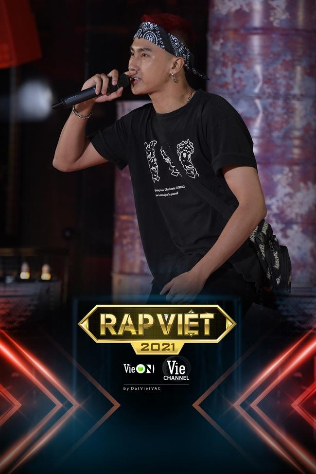 """Rap Việt: """"Touliver con"""", nữ rapper ôm gấu bông xuất hiện khiến ai nấy há hốc - Ảnh 9."""