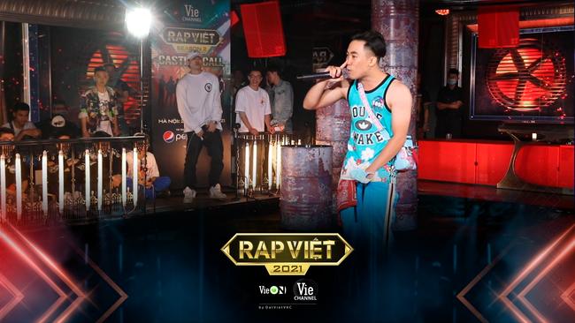 """Rap Việt: """"Touliver con"""", nữ rapper ôm gấu bông xuất hiện khiến ai nấy há hốc - Ảnh 1."""