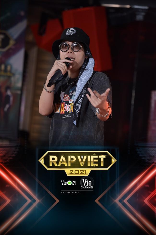 """Rap Việt: """"Touliver con"""", nữ rapper ôm gấu bông xuất hiện khiến ai nấy há hốc - Ảnh 6."""