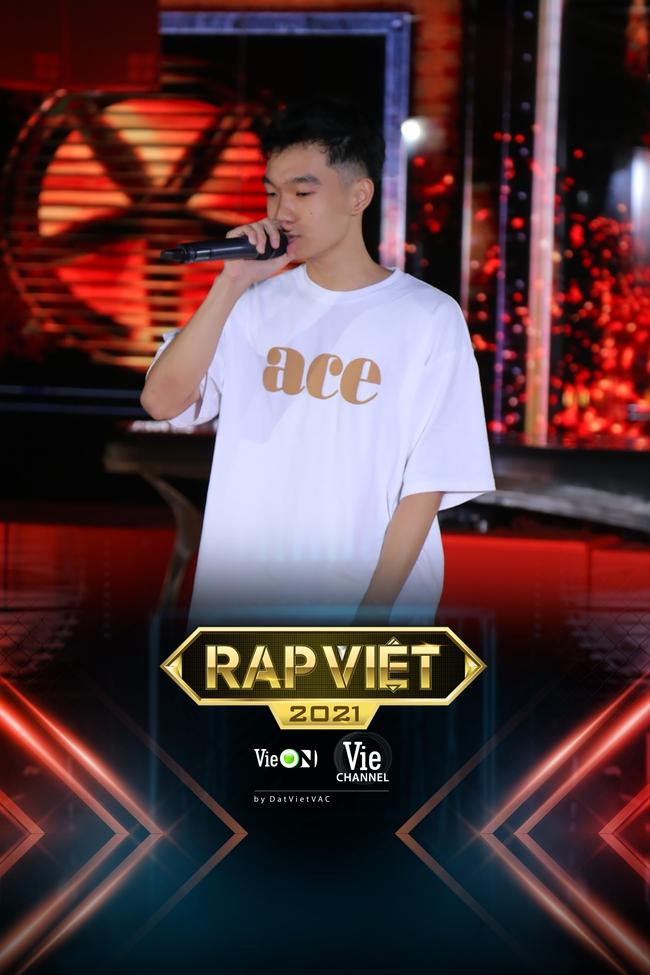 """Rap Việt: """"Touliver con"""", nữ rapper ôm gấu bông xuất hiện khiến ai nấy há hốc - Ảnh 8."""