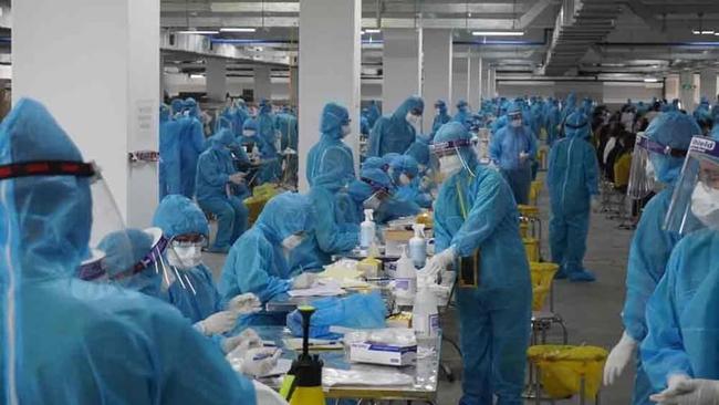 Bắc Giang: Test nhanh 6.733 người, phát hiện 98 trường hợp dương tính - Ảnh 1.