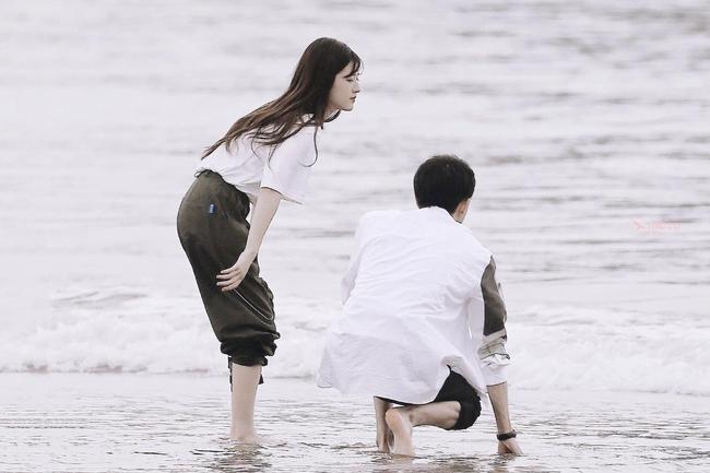 Triệu Lộ Tư để lộ cánh tay và eo nhỏ đến mức gây sốc, mỹ nữ Trần Thiên Thiên trong lời đồn quá giống Triệu Lệ Dĩnh - Ảnh 8.