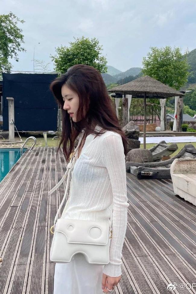 Triệu Lộ Tư mặc đầm trắng cực đẹp, vòng eo nhỏ bé thế nào mà bị so sánh với Triệu Lệ Dĩnh? - Ảnh 6.