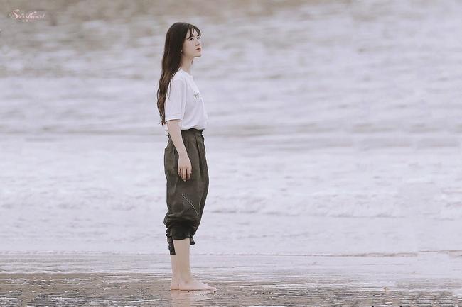 Triệu Lộ Tư để lộ cánh tay và eo nhỏ đến mức gây sốc, mỹ nữ Trần Thiên Thiên trong lời đồn quá giống Triệu Lệ Dĩnh - Ảnh 7.