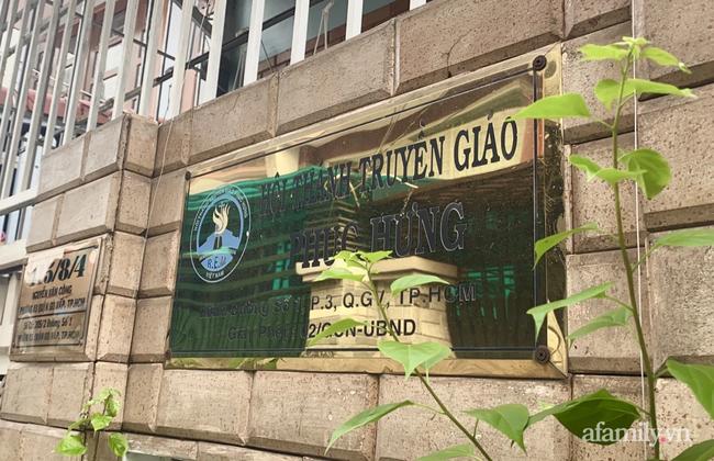 Phong tỏa con hẻm quận Gò Vấp, vận động người dân không rời nhà vì ca nghi nhiễm COVID-19 liên quan Hội thánh Phục Hưng - Ảnh 3.