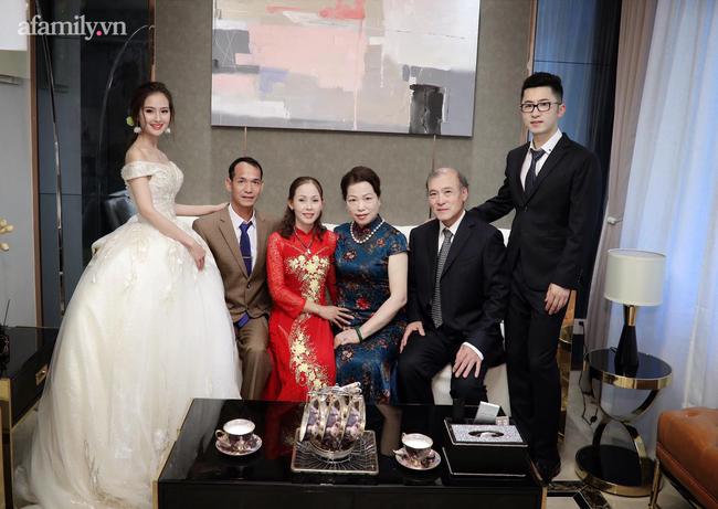 Chuyện tình cô gái Việt và thầy giáo người Thượng Hải hơn 11 tuổi: Đám cưới cổ tích đối diện tháp truyền hình Đông Phương và cuộc sống như mơ trên đất Trung Quốc! - Ảnh 6.