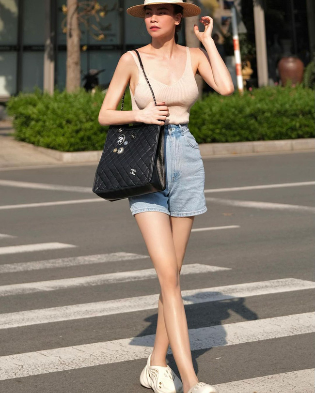 """Lâu lắm mới thấy Hà Hồ diện quần shorts, và nhờ lên đồ """"tem tém"""" lại mà xuất sắc hơn xưa bao nhiêu - Ảnh 2."""