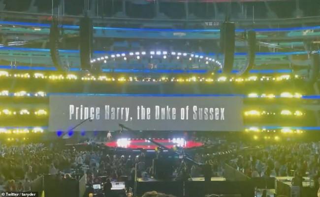 Chỉ với một đoạn video ngắn với chi tiết phi lý đã tố cáo Harry nói dối và bị chỉ trích là đạo đức giả trong lần xuất hiện mới nhất - Ảnh 2.