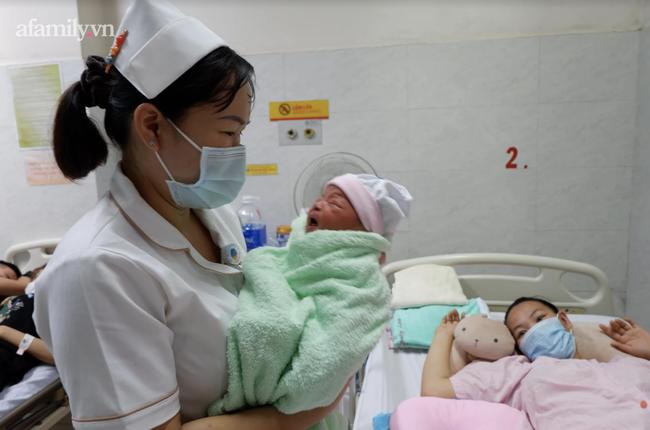 Cứu sản phụ 33 tuổi sa dây rốn, dọa vỡ tử cung, vào viện đã lòi 2 bàn chân thai nhi ra ngoài - Ảnh 3.