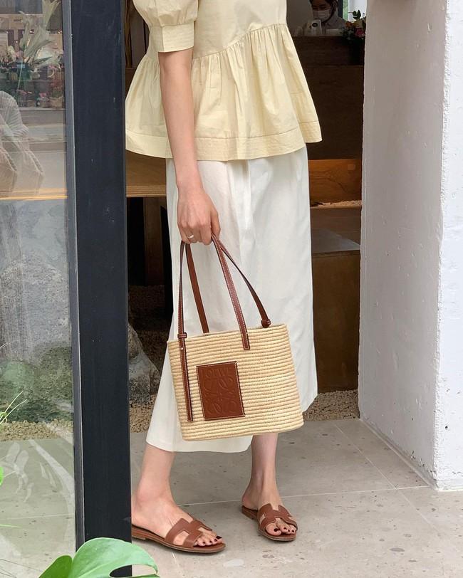 Diện chân váy dài đẹp xinh hết cỡ nhờ áp dụng 12 cách mix của gái Hàn - Ảnh 8.