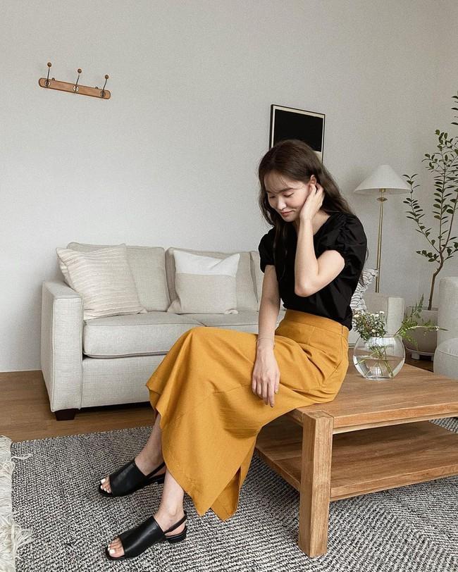 Diện chân váy dài đẹp xinh hết cỡ nhờ áp dụng 12 cách mix của gái Hàn - Ảnh 2.