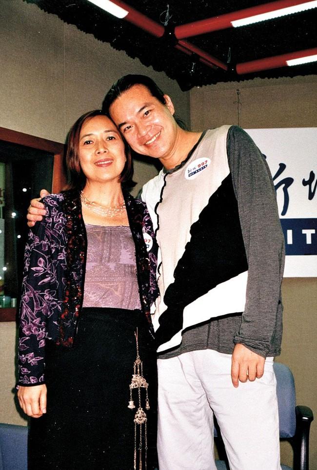 """Ly hôn người giàu có bậc nhất Hong Kong, nữ tỷ phú lên xe hoa với người nổi tiếng kém 6 tuổi và cái kết cuối đầy bi kịch khi phát hiện """"mặt tối"""" của chồng! - Ảnh 5."""