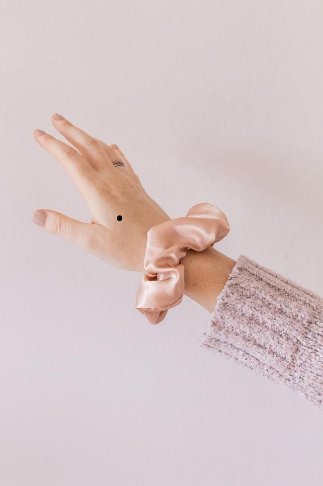 Theo Nhân tướng học, nốt ruồi trên mu bàn tay  tượng trưng cho điều gì? - Ảnh 2.