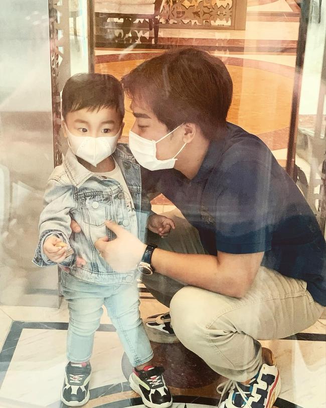 """Con trai Hòa Minzy chính thức lộ diện: Bảnh bao đúng chuẩn """"cậu ấm miền Tây"""", được cả gia đình chăm sóc, nuôi dạy chu đáo cực kỳ - Ảnh 5."""