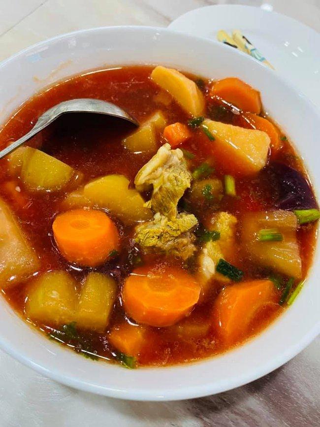 """Bị bà Phương Hằng chê """"không có nổi 1000 tỷ"""" nhưng Vy Oanh cũng thuộc dạng """"nứt đố đổ vách"""", rất chăm vào bếp, nấu toàn mâm cơm ngon nuốt lưỡi - Ảnh 9."""