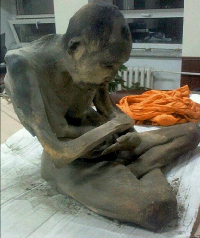 Chụp cắt lớp bức tượng Phật 1.000 tuổi, các nhà khoa học sửng sốt thấy bộ xương người rõ mồn một bên trong, chuyện kỳ quái gì đã xảy ra? - Ảnh 4.