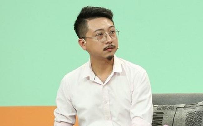 Hứa Minh Đạt bất ngờ nhận sai trên TV, nhưng không phải vì  lùm xùm phát ngôn trên Facebook mà bởi hành động này với 2 con trai - Ảnh 2.