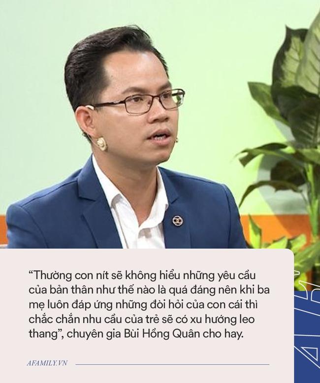 Hứa Minh Đạt bất ngờ nhận sai trên TV, nhưng không phải vì  lùm xùm phát ngôn trên Facebook mà bởi hành động này với 2 con trai - Ảnh 3.