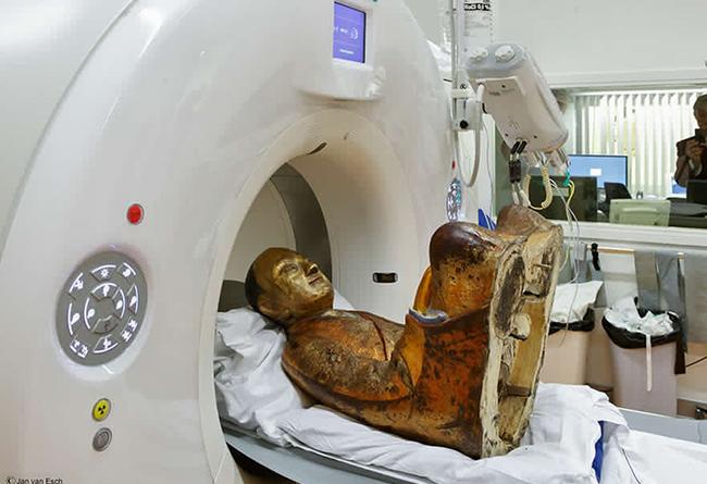 Chụp cắt lớp bức tượng Phật 1.000 tuổi, các nhà khoa học sửng sốt thấy bộ xương người rõ mồn một bên trong, chuyện kỳ quái gì đã xảy ra? - Ảnh 1.