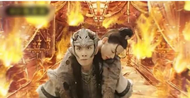 Trường Ca Hành tập cuối: Fan khóc thét với cảnh Ngô Lỗi cứu Địch Lệ Nhiệt Ba, kỹ xảo làm lửa bị chê tệ hại  - Ảnh 1.