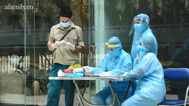Hà Nội: Phong tỏa tòa nhà chung cư cao cấp nơi bệnh nhân người Ấn Độ nghi nhiễm Covid-19 - Ảnh 3.