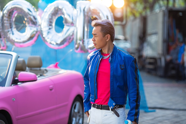 """Bất ngờ với loạt ảnh đậm chất """"goodboy"""" của Binz trong hậu trường MV với  - Ảnh 4."""