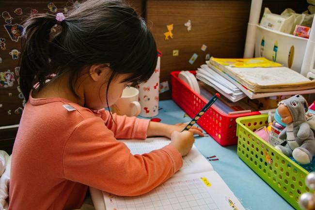 """Con gái làm toán """"3600 ÷ 9 = 400"""" bị cô giáo gạch bỏ, ông bố hỏi lý do liền nhận được lời giải thích gây choáng - Ảnh 2."""