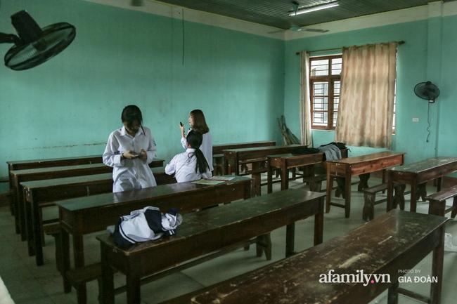 Thông tin mới nhất vụ thầy giáo tát, đạp học sinh trên bục giảng ở Bắc Giang: Trường quyết định chấm dứt hợp đồng với thầy - Ảnh 5.